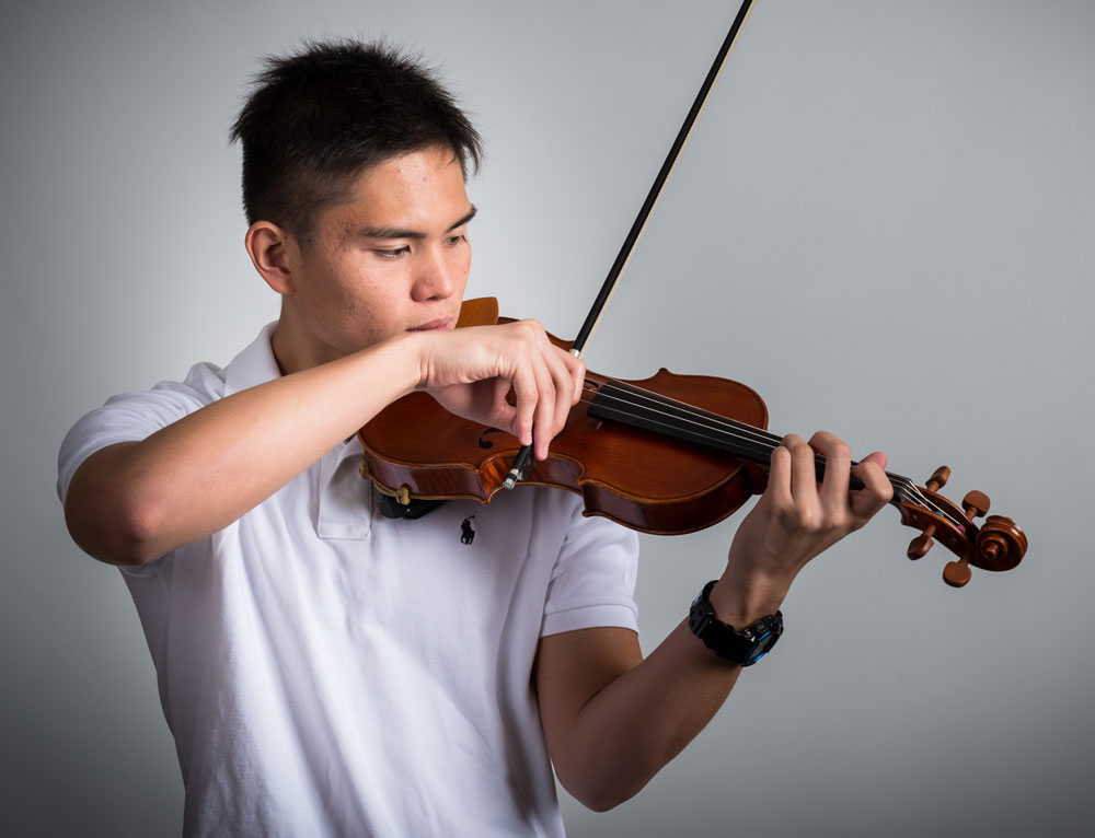 Image of Academy of Strings student playing violin in individual music lessons